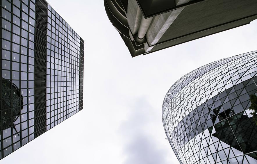 年収など待遇面は、一般企業の方が事務所よりも良いのか?